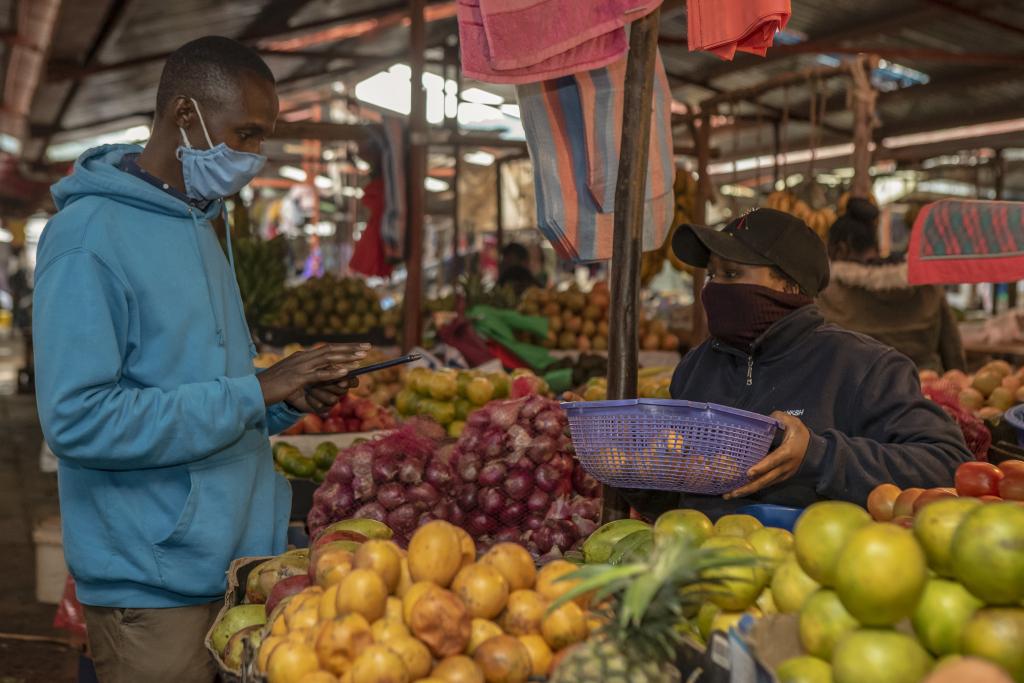 Market place in Kenya (photo credit: World Bank/Sambrian Mbaabu).